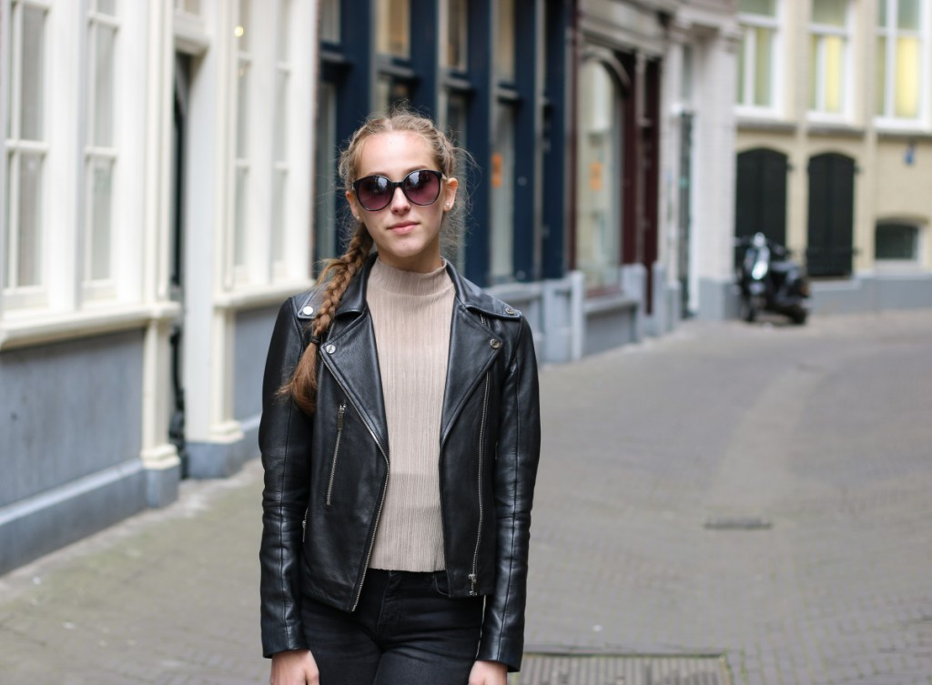 den haag outfit 1 - 6_bearbeitet-2 nude turtleneck